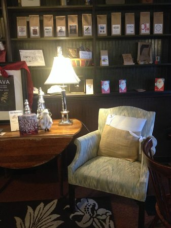 Updike's Newtowne Coffee Roasting Company : Cozy place to enjoy coffee