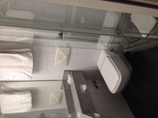 InterCityHotel Frankfurt: Das Bad