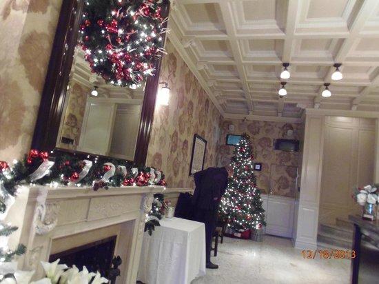 Hotel Wales: lobby