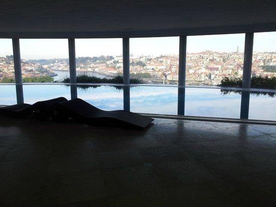 The Yeatman : Piscine intérieure, vue sur Porto