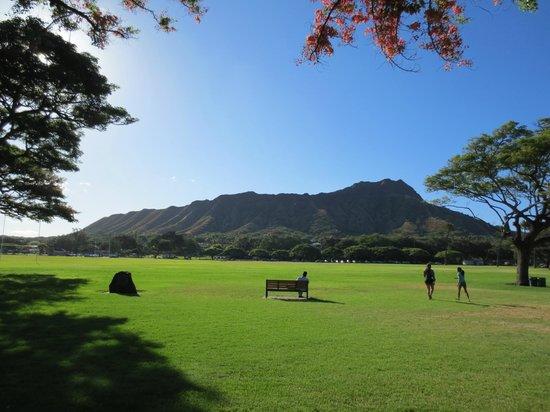 Kapiolani Park : ダイヤモンドヘッドも見える