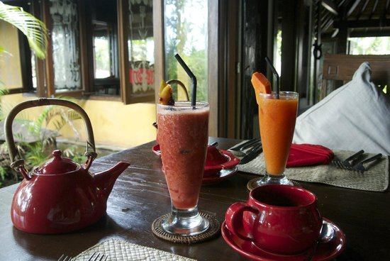 Hotel Tugu Bali : Afternoon tea with refreshing drinks
