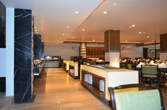 The Maya Hotel: A landmark Jalandhar diner, MnM is modern all day fun dining with a warm and welcoming flair.