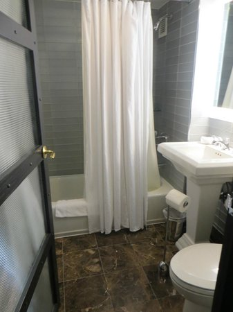 Gild Hall - A Thompson Hotel : Bathroom