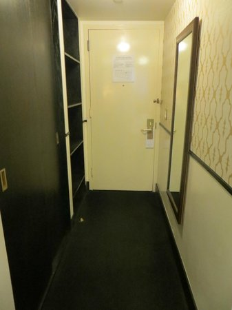 Gild Hall, a Thompson Hotel: Room Entrance & Closet