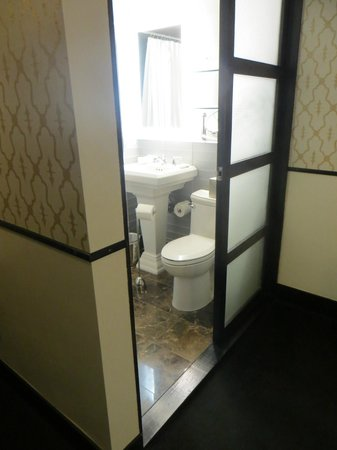 Gild Hall - A Thompson Hotel : Bathroom with Glass Door & Wall
