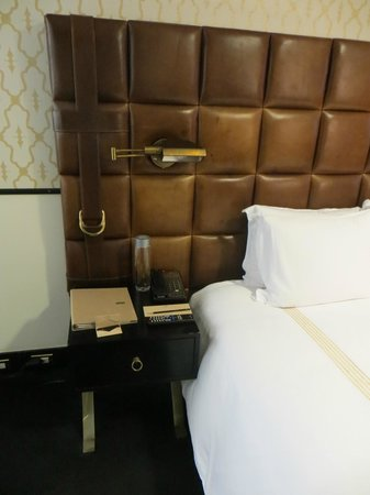 Gild Hall, a Thompson Hotel: Interesting Headboard