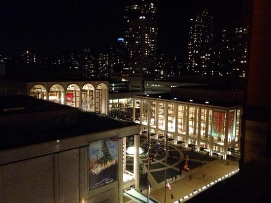 Empire Hotel: Tremendous View of The Lincoln Centre from Room 1105