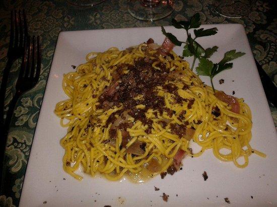 Карсоли, Италия: Ottima e abbondante porzione di tagliolini con guanciale e tartufo