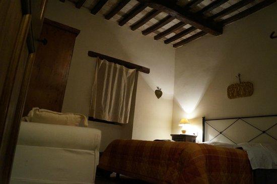 Castello Valenzino: Camera Cascia