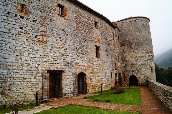 Castello Valenzino: Castello