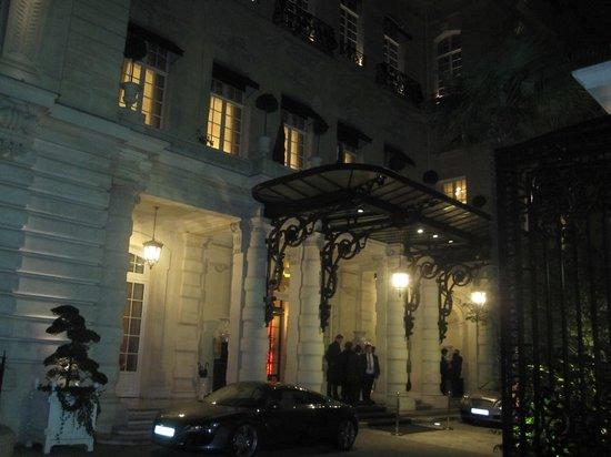 Shangri-La Hotel Paris : outside facade
