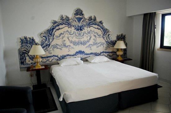 Hotel Apartamento Brisa Sol: la cama y su respaldo precioso