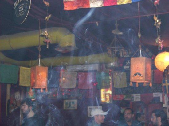 Penthouse Hotel & Hostel : Calumet ethnik bar