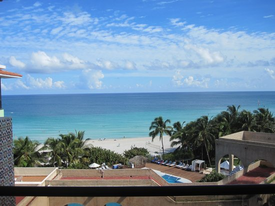 Melia Las Americas: View from our room on the third floor. Nice!