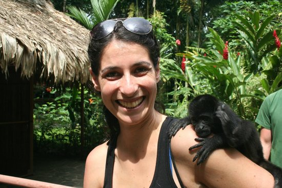 Foundation Jaguar Rescue Center : Eva with Aldo, a baby Howler monkey (the one on the right).