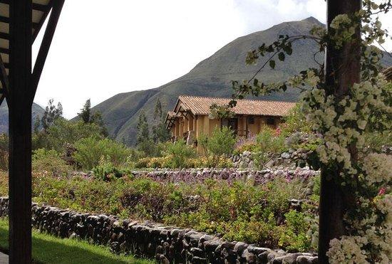 Inkallpa Valle Sagrado: Vista desde una terraza - La construcción que se ve son habitaciones.