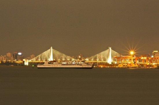 Shiji Bridge: 世纪大桥。