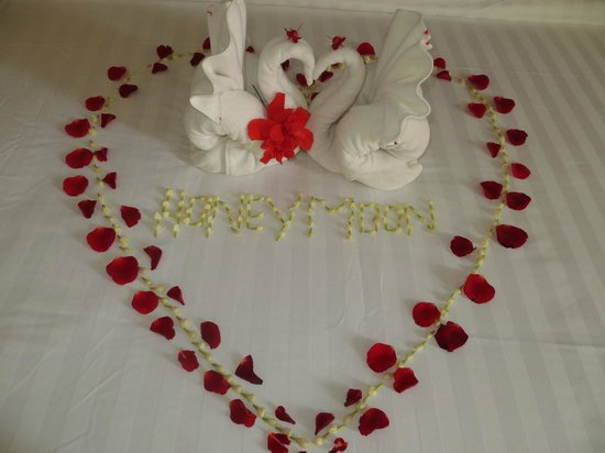 Central Boutique Angkor Hotel: Our honeymoon bed decorations