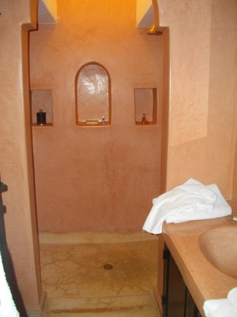 Riad Alboraq: notre salle de bain