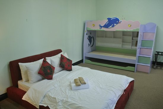 Marina Court Resort Condominium: Monkey Nest - Room with 1 double bed & 3 layers bed