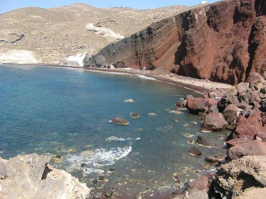 Red Beach: Вид на Красный пляж