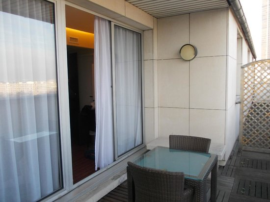 Hotel Holiday Inn Paris Gare Montparnasse: litle balcony