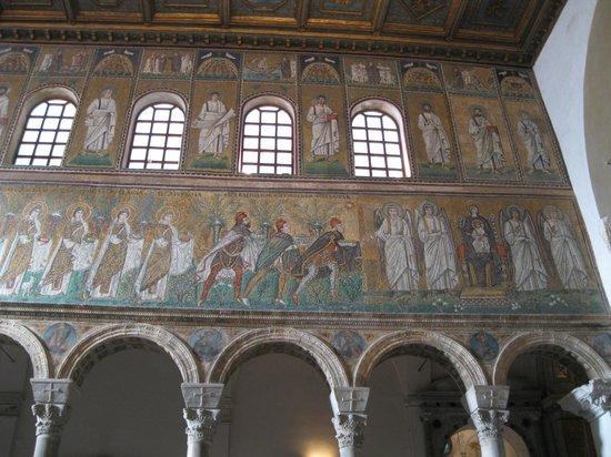 Basilica di Sant'Apollinare Nuovo: サンタポリナーレ ヌオヴォ聖堂