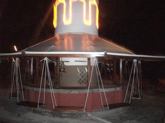 Severin Sea Lodge: Swing Bar