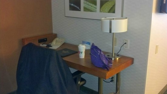 SpringHill Suites Mystic Waterford : Desk in sleeper spfa area