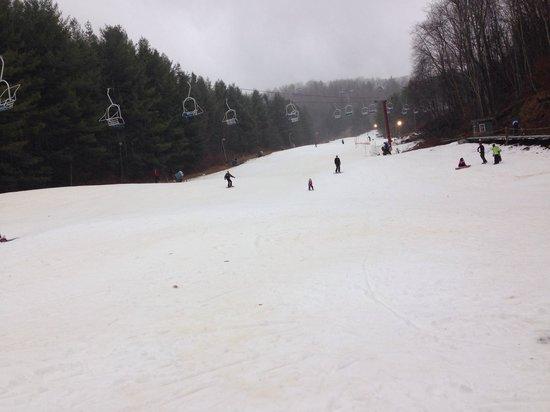 Wolf Ridge Ski Resort: Bottom of slopes in Dec, 65 F degrees before  a little rain. Small crowds