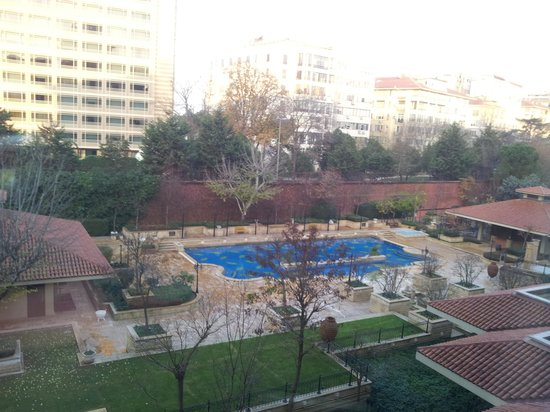 Grand Hyatt Istanbul: The hotel pool