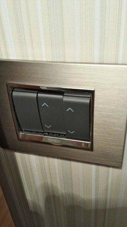 Hotel Arcadia Blue: borken curtains switch