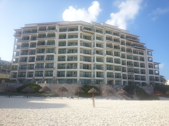 Grand Park Royal Cancun Caribe: the new building we stayed in. beachfront.