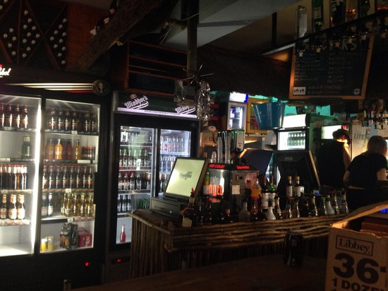 PiliPili Beach Bar: Cool, relaxed bar atmosphere with some very laid back vibes.