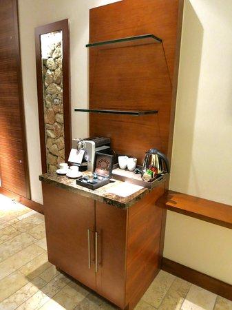 Beresheet : view of Nespresso machine in room