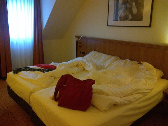 Hotel Mercure Muenchen Altstadt : letto matrimoniale