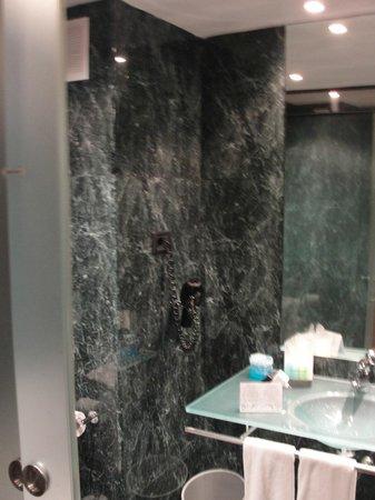 Hotel Front Maritim: Banheiro