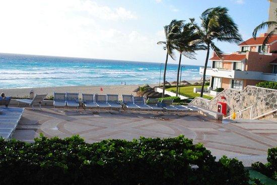 Omni Cancun Resort & Villas : beach view from balcony