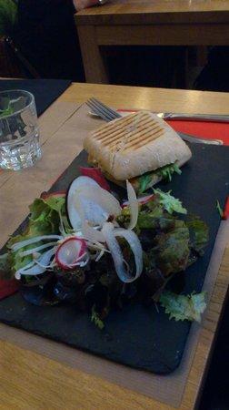 Georges Cafe : Les burgers sont délicieux !