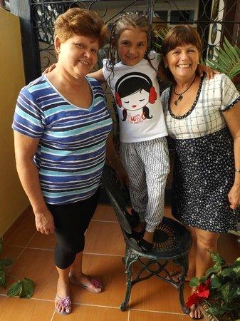 Casa Colonial La Terraza: Mi hija, con Nora y su hermana Liria