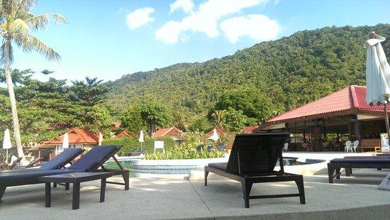 Buri Beach Resort: Facing Hill