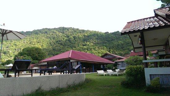 Buri Beach Resort: Swimming pool