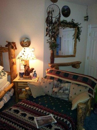 Sonnenhof Bed and Breakfast: Golden Aspen Suite