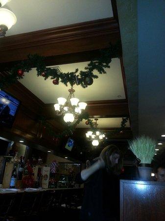 Pomodoro Pizzeria & Trattoria: Around Christmas.  A happy place.