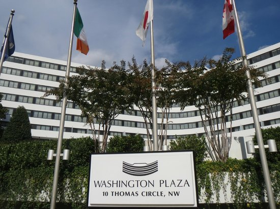 Washington Plaza Hotel : Entrada del hotel