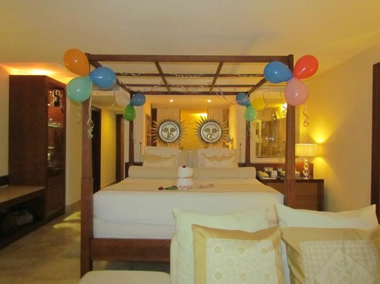 Excellence Playa Mujeres : Huge Bed