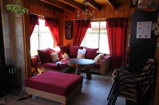 ELEMENTOS Hostel: The living