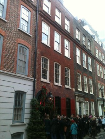 Dennis Severs' House: 30 min queue on Sun 22nd Dec.