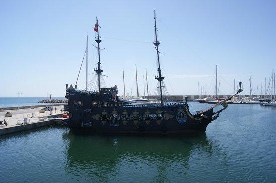 The Orangers Beach Resort & Bungalows : THE PIRATE SHIP
